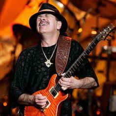 23. Carlos Santana usa música para conectarse con personas en el mundo.