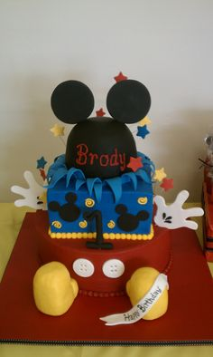 Mickey Mouse birthday Cakes with shoes | Mickey Mouse