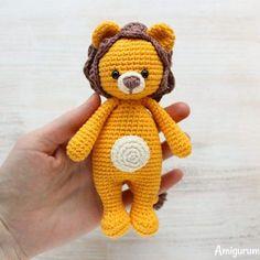 Лев-обнимашка игрушка амигуруми крючком
