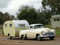 vintage caravans 297026537905095032 - 1955 Don towed by a 1950 Chevrolet ute. Source by Old Campers, Vintage Campers Trailers, Vintage Caravans, Camper Trailers, Classic Trailers, Car Camper, Camper Caravan, Vintage Rv, Vintage Vans