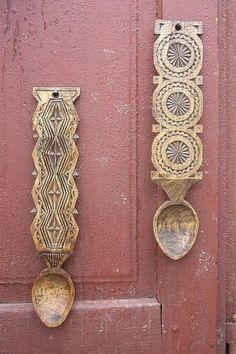 Carved Spoons, Wooden Spoons, Love Spoons, Chip Carving, Romania, Folk Art, Door Handles, Wood Carvings, Crafty