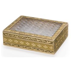 A French gold and crystal snuff box, Paris, circa 1810 marked on flange, maker's mark N? over D.
