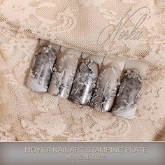 Nail art with Moyra Stamping Plate No. 32 Nature, Moyra Fuse One-Step Gellac 23, Moyra SuperShine Colour Gel No. 502 Snow, Moyra Colour Acrylics No. 60 Metal White, Moyra Stamping Polish SP 06 Black, Moyra Pigment powder, Moyra Watercolours  #moyra #nailart #stamping #plate #nature #supershine #colourgel #snow #koromnyomda #koromdiszites #szineszsele #stampingpolish #nyomdalakk #black #colouracrylics #metalwhite #porcelanpor #pigmentpor #pigmentpowder #watercolours #fekete