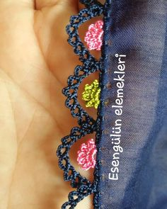 Different crochet needlework models that are appreciated - Different crochet needlework models that are appreciated - Crochet Lace Edging, Crochet Flowers, Knit Crochet, Embroidery On Clothes, Hand Embroidery, Embroidery Neck Designs, Tiffany Jewelry, Baby Knitting Patterns, Knitting Socks