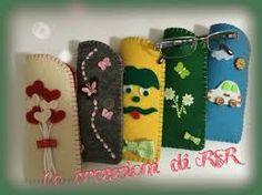 Risultati immagini per portaocchiali in feltro Felt Wallet, Felt Crafts Patterns, Wallet Pattern, Glasses Case, Felt Art, Craft Stick Crafts, Pin Cushions, Charity, Fun Facts