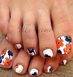 Bright flower nail art design