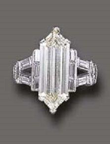 AN UNUSUAL ART DECO DIAMOND RING. circa 1930.