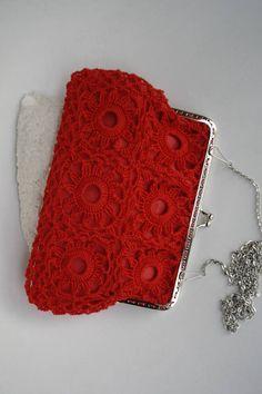 He encontrado este interesante anuncio de Etsy en https://www.etsy.com/es/listing/530468041/bolso-rojo-ganchillo-bolso-de-ganchillo