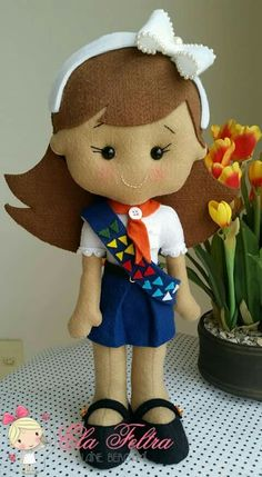 Felt Diy, Felt Crafts, Doll Toys, Dolls, Name Banners, Girl Guides, Girls Club, Cristiano, Graduation Gifts