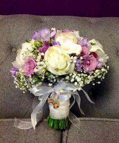 Lilac and whites #westonhall #parsleyandsage #weddingseason #weddingbouquet #bridalflowers