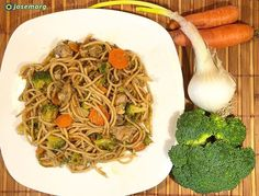 Hoy uso mi wok para cocinar unos Espaguetis integrales con una base de cebolleta brócoli calabacín zanahoria brotes de soja espárragos sal aceite de oliva virgen extra y contra muslos de pollo deshuesados. Lleva 2 salsas orientales. Un poco de salsa de cacahuete y otro poco de salsa de ostras. Rico y saludable #food #foodofinstagram #foodie #wok #instafood #oriental #sharefood #instaeat #foodstagram #heresmyfood #foodiegram #foodlovers #amazingfood #foodforlife #tasty #foodpictures…