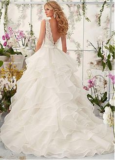 Marvelous Tulle   Organza Satin V-neck Neckline Ball Gown Wedding Dresses  with Beaded Lace. Abiti Da Sposa In ... 7e612fed043