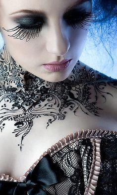 preciosa foto, precioso maquillaje y precioso corset, lo tiene todo!!