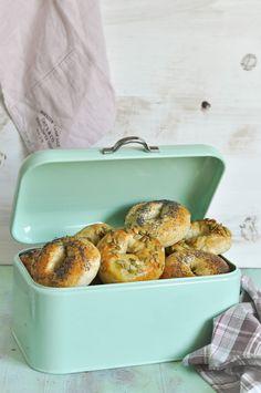 bagels de amapola en panera vintage Pan Bread, Chapati, Quesadilla, Croissant, Empanadas, Doughnuts, Bruschetta, Baguette, Hamburger