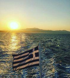Greek sunset Greek sea and Greek flag. Greece Flag, Greek Sea, Greece Painting, Greek Beauty, Iphone Wallpaper Fall, Light Of The World, Destin Beach, Greek Islands, Crete