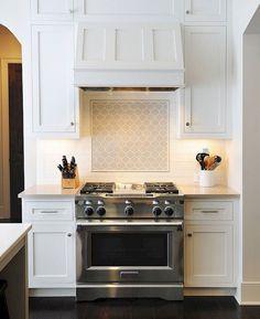 47+ Beautiful Kitchen Backsplah Tile Ideas #kitchendesign #kitchenremodel #kitchendecor Kitchen Vent Hood, Kitchen Stove, Stove Oven, Country Kitchen Sink, Kitchen Sinks, French Country Kitchens, Kitchen And Bath, Kitchen Redo, Kitchen Cabinets