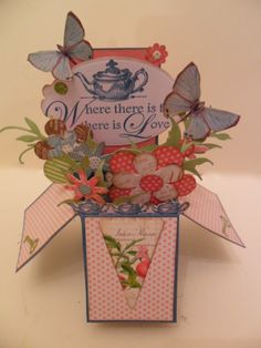 Crafting hints, tips and tutorials: Say it with flowers - pop up card