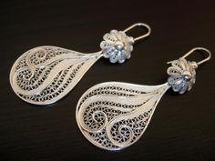Primeira peça feita com a técnica de filigrana Quilling Jewelry, Filigree Jewelry, Platinum Jewelry, Shell Jewelry, Silver Filigree, Jewelry Crafts, Jewelry Art, Silver Jewelry, Fine Jewelry