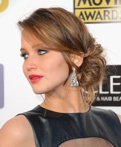 Jennifer Lawrence Knockout Date-Night Hairstyles Next time you and your husband head out for a special night, try one of these trendy styles — you'll feel like you're walking your own red carpet. By Alyson Penn Date Hairstyles, Wedding Guest Hairstyles, Formal Hairstyles, Hairstyles With Bangs, Simple Hairstyles, Homecoming Hairstyles, Peinado Updo, Chignon Updo, Messy Updo