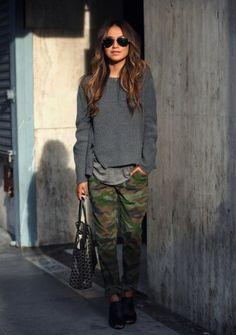 Pullover kombinieren: Cool mit Camouflage-Hose