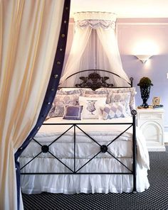 I Like The Lavender Walls With Black Furniture Accessories May Consider This To