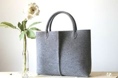 Elegant and Casual grey felt bag from Italy. Tote bag by Lefrac