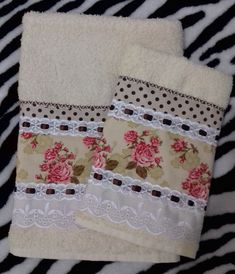 how to do brazilian embroidery Deco Mesh Crafts, Bathroom Towel Decor, Decorative Hand Towels, Face Towel, Brazilian Embroidery, Creation Couture, Towel Set, Holiday Crafts, Sewing Projects