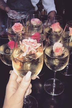 Champagne and roses prop for girly party Partys, Party Drinks, Drinks Wedding, Girls Night, Ladies Night, Sweet 16, Alcoholic Drinks, Wine Drinks, Food Porn