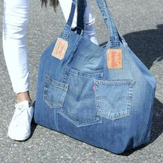 XXL tote beach bag – tote bag – xxl bag – recycled jeans – weekener bag – jeans bag – Made to Order working days XXL-Strandtasche xxl-Tasche recycelte Jeans von Lowieke Artisanats Denim, Denim Purse, Mochila Jeans, Jean Diy, Blue Jean Purses, Denim Handbags, Denim Ideas, Denim Crafts, Old Jeans