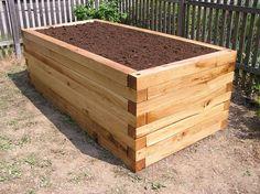 Vyvýšený, drevený záhon