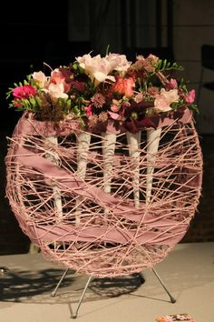 Very nice idea of floral art but with spring colours Large Flower Arrangements, Flower Centerpieces, Flower Decorations, Deco Floral, Art Floral, Floral Design, Flower Show, Flower Art, Flower Structure