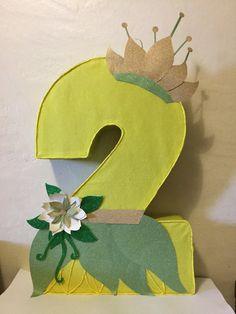 piñata de numero La princesa y zapo por aldimyshop en Etsy