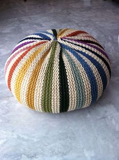 Free knitting pattern for pillow on Ravelry. Original pattern is Puff Daddy by… Knitting Yarn, Free Knitting, Knitting Patterns, Crochet Patterns, Crochet Home, Knit Or Crochet, Knitting Projects, Crochet Projects, Tshirt Garn