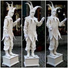 levende standbeelden : lies onderweg Garden Sculpture, Lion Sculpture, Living Statue, Art Of Living, My Photos, Pottery, Fancy, Costumes, Outdoor Decor