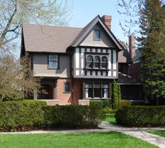 One of Tudor homes located in Indian Village in Detroit. <==Near where I grew up...love this neighborhood!
