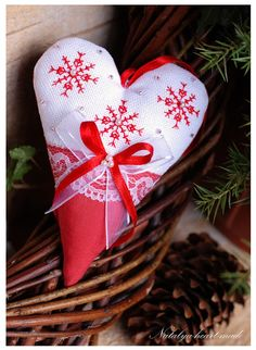 heartmade - red & white cross stitch snowflake heart