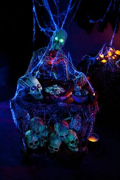 Halloween Must-See Yard Haunts in Los Angeles Haunted House Props, Halloween Haunted Houses, Halloween Skeletons, Halloween House, Holidays Halloween, Happy Halloween, Halloween Witches, Outdoor Halloween, Halloween Party Decor