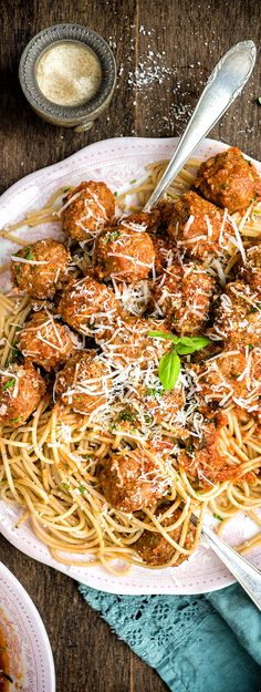 This might be the perfect family meal: slow cooker beef meatballs in rich tomato sauce served with spaghetti and plenty of freshly grated Parmesan