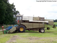 Fortschritt e 516 Tractor Machine, Combine Harvester, Agriculture, Monster Trucks, Historia, Tractor, Antique Cars, Vehicles