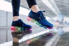 🎈 Preços pelo WhatsApp Ou pelo Direct Contacto para encomenda 📦 Sapatos Nike, Sapatos Sandálias, Sapatos Lindos, Tênis Nike Feminino, Tênis Feminino, Sapatilhas Nike, Bolsas Luxo, Looks De Roupas Femininas, Sapatos Femininos
