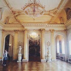 När jag o mormor strosade i detta palats. #menshikovpalace#spb