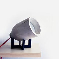"""Founded by South Korean Jun Hwang Joo and Justin, the 220 + design studio gives us his vision of the table lamp, """"Light 0"""" which is a small and adjustable structure perched on a concrete base birch, a clever system and functional."""