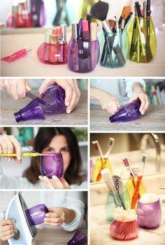 Organizador de maquillaje con botellas