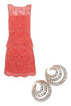 Lady in Red: Vístete sexy como una celeb, ¡nada más hot que un vestido rojo! Vestido de encaje, Suiteblanco. Aretes de diamantes, H.Stern.