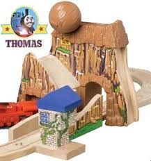 wooden train mountain - Hledat Googlem Wooden Train, Wooden Toys, Toddler Bed, Mountain, Home Decor, Wooden Toy Plans, Child Bed, Wood Toys, Decoration Home