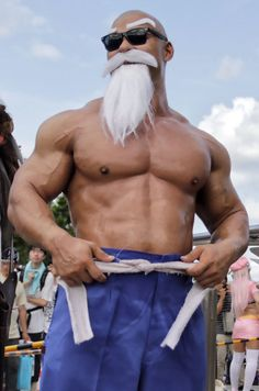 Most epic master roshi cosplay ive ever seen to date Dbz, Dragon Ball, Leg Day Workouts, Marvel Cosplay, Legs Day, Bored Panda, This Man, Weight Lifting, Good Things