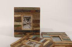 Scrapwood fotolijst voor 1 foto. Gemaakt van oud hout uit Indiase huizen, met de originele verf er nog op. Elk item is uniek en verschillend van kleur. Merk: Otentic. www.buitengewoonmooi.com