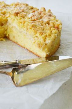 unglaublich lecker – Apfel-Streusel Kuchen mit Puddingcreme incredibly delicious – apple crumble cake with pudding cream Pudding Desserts, Pudding Cake, Dessert Recipes, Sweet Pumpkin Recipes, Apple Crumble Cake, Apple Cake, German Baking, Sweet Cakes, Yummy Cakes