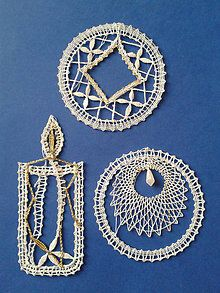 Dekorácie - vianocne ozdoby - 4447923_ Bobbin Lace Patterns, Lace Heart, Lace Jewelry, Needle Lace, Lace Making, Lace Detail, Butterfly, Ornaments, How To Make