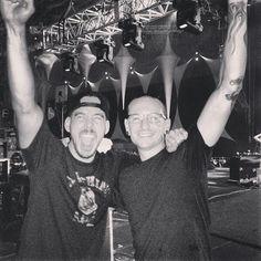Mike Shinoda and Chester Bennington - Linkin Park Chester Bennington, Charles Bennington, Chester Rip, Linkin Park Chester, Great Bands, Cool Bands, Brad Delson, Joe Hahn, Rob Bourdon